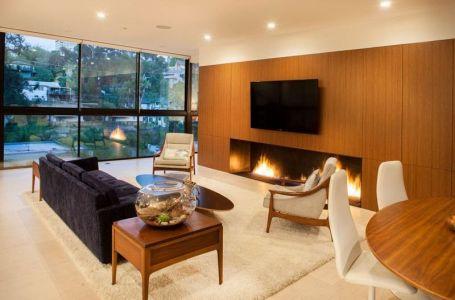 Salon écran TV & Grande Baie Vitrée - Mid-century-family-home Par Nakhshab - San Diego, USA