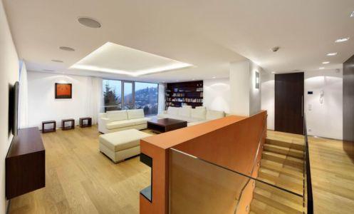 Salon & Escalier Bois Accès étage - Family Villa Par Fusion Architects - Prague, Republique Tcheque