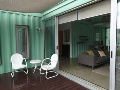 Salon Terrasse Design - Container-House Par Marie Jones Arizina, USA