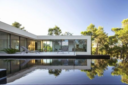 Terrasse et piscine - Maison Art par Brengues Le Pavec - Saint Clément de Rivière, France - RB photographies