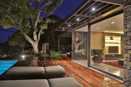 Terrasse Bois Illuminée - Villa-N Par Giordano Hadamik Architects - Imperia, Italie