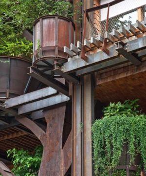 Vase Arbustes et Structures métalliques - House Green par Luciano - Turin, Italie