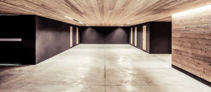 Vaste Couloir & Plafond En Bois - Villa-A Par Perathoner - Selva De Val Gardena, Italie