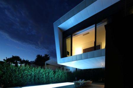 Villa dans la prénombre - Villa Materada par Proarh, Croatie.jpg