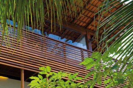 balcon bois à l'étage - Casa Tropical par Camarim - Mundau, Brézil.jpg