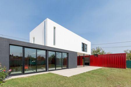 façade terrasse - Container House par Schreibe Architect - Cordoba, Argentine.jpg