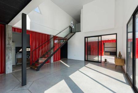 pièce de vie - Container House par Schreibe Architect - Cordoba, Argentine.jpg