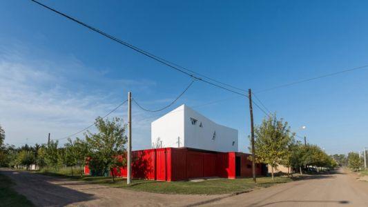 Vue sur route - Container House par Schreibe Architect-Cordoba, Argentine.jpg