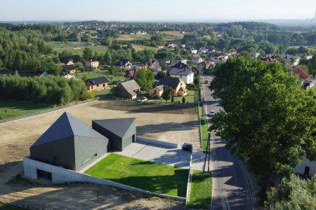 Vue Aérienne Site - House-Krostoszowice Par RS+ - Krostoszowice, Pologne