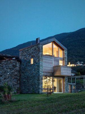 Vue Entrée & Ouvertures Vitrées - SV-House Par Rocco Borromini - Albosaggia, Italie