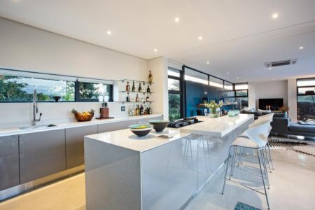 lot central cuisine - Aloe Ridge House par Metropole Architects - Kwa Zulu Natal, Afrique du Sud