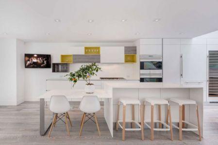 cuisine et séjour - Berryman-Street-Residence par AUDAX architecture - Ontario, Canada