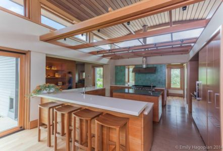 cuisine et îlot central - Farm-House par William McDonough + Partners - Californie, USA