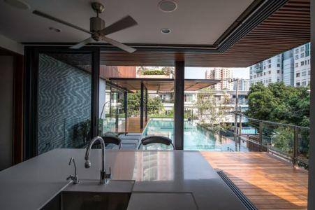 îlot central de cuisine - Joly House par StuDO Architectes - Bangkok, Thaïlande
