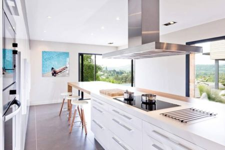 cuisine & grande baie vitrée - House-in-Lyon par Damien Carreres - Lyon, France