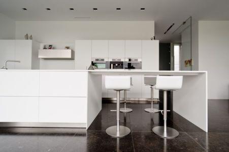 îlot central de cuisine - maison contemporaine par Luc Spits, Belgique