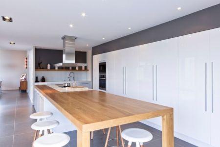 cuisine & plafond illuminé - House-in-Lyon par Damien Carreres - Lyon, France