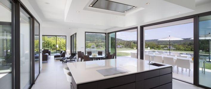lot cuisine - Villa Sainte-Victoire par Henri Paret Architecte avec Kawneer - Aix en Provence, France