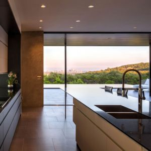 lot cuisine - Waterfall-House par Dick Clark + Associates. - Austin, Usa