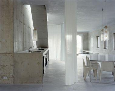 Cuisine et séjour - Antivilla par Brandlhuber, Potsdam, Allemagne