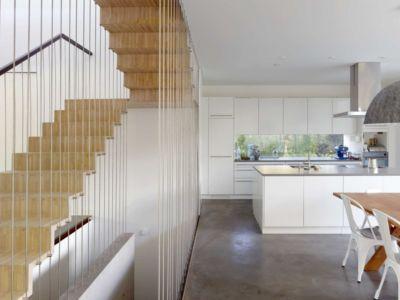 escalier, séjour et cuisine - during-tannay par Christian Von During Architects - Tannay, Suisse