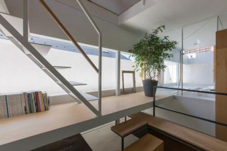étagère bibliothèque - House-Toyonaka par Tato Architects - Toyonaka, Japon