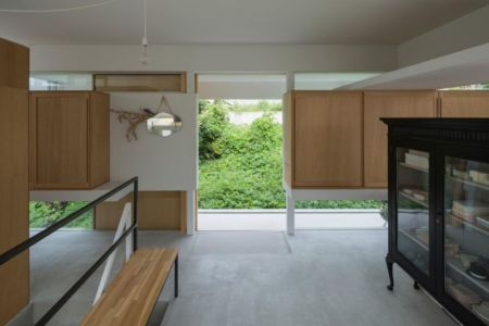 étagères bois - House-Toyonaka par Tato Architects - Toyonaka, Japon