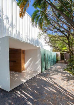 accès allée entrée - Brise House par Gisele Taranto Arquitetura - Rio de Janeiro, Brésil