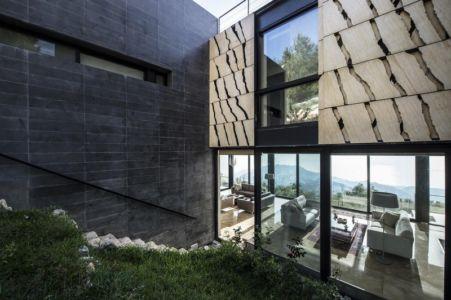accès arrière pièce de vie - Tahan Villa par BLANKPAGE Architects - Kfour, Liban