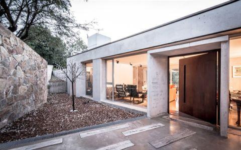 accès entrée - House in Q2 par Santiago Viale - Mendiolaza, Argentine