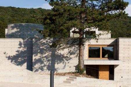 accès entrée - Maison Terrier par Bernard Quirot architecte + associés - Haute-Saône, France
