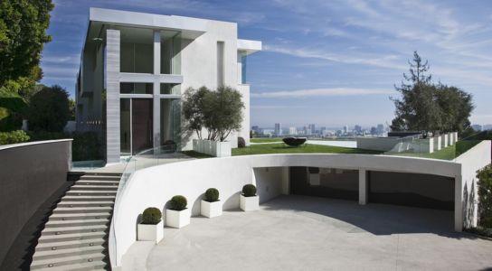 accès entrée et garage - Sarbonne par McClean Design - Los Angeles, Usa