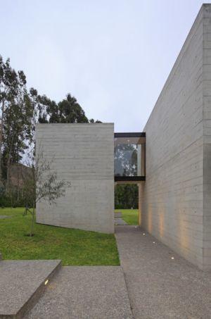 accès entre bâtiments - House b2 par Jaime Ortiz de Zevallos - Pachacamac District, Pérou