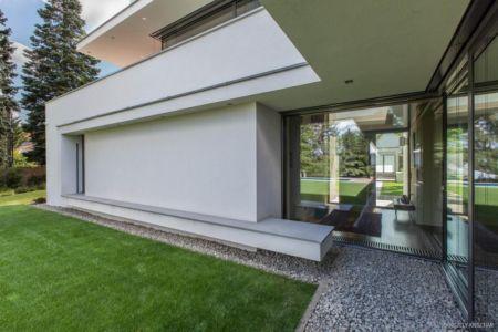 accès extérieur - Reviving Mies par Architéma - Buda Hills, Hongrie