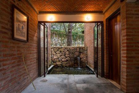 accès fontaine - Pinar house par MO+G Taller de arquitectura - Zapopan, Mexique