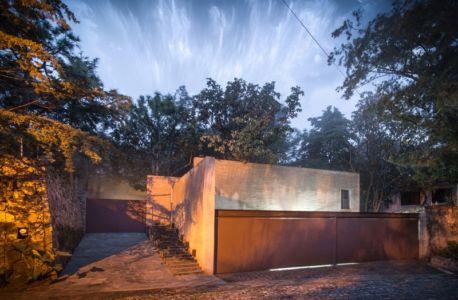 accès garage - Pinar house par MO+G Taller de arquitectura - Zapopan, Mexique