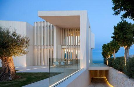 accès garage - Sardinera House par Ramon Esteve Estudio - Valencian Community, Espagne
