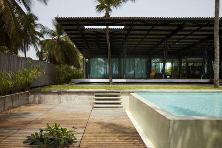 accès piscine - Bambou pavillion par Koffi Diabat architectes - Assinie-Mafia, Côte d'Ivoire