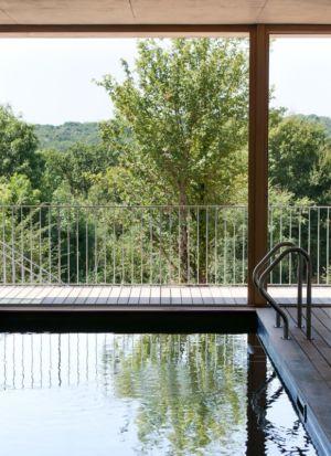 accès piscine - Maison Terrier par Bernard Quirot architecte + associés - Haute-Saône, France