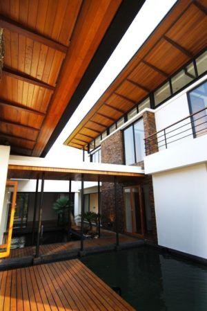 accès piscine et terrasse - Nature House par JUNSEKINO Architect - Changwattana, Bangkok, Thaïlande