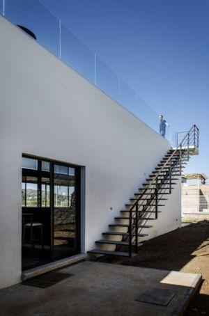 accès toit terrasse - La Tomatina House par Plastik Arquitectos - Aguascalientes, Mexique