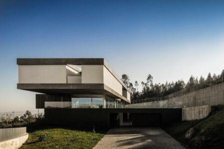 allée entrée - BE House par Spaceworkers - Paredes, Espagne