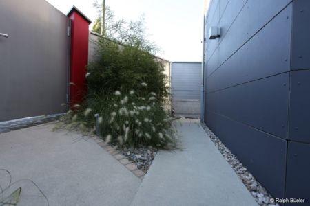 allée entrée et portail - Barbo House par Ralph Büeler (Bend Group) - Genève, Suisse
