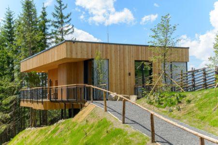 allée entrée et terrasse - Deluxe Mountain Chalets par Viereck Architects - Styria, Autriche
