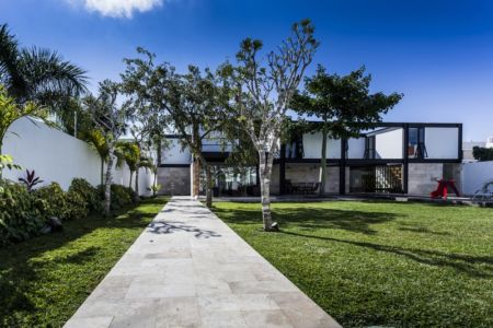allée et terrasse - Montebello 321 par Jorge Bolio Arquitectura - Merida, Mexique