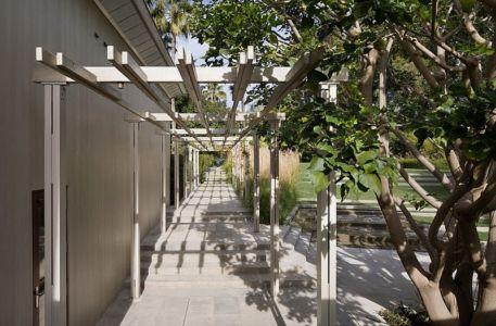 allée extérieure - Malibu House par Dutton Architects - Usa