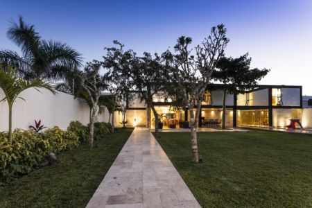 allée jardin - Montebello 321 par Jorge Bolio Arquitectura - Merida, Mexique