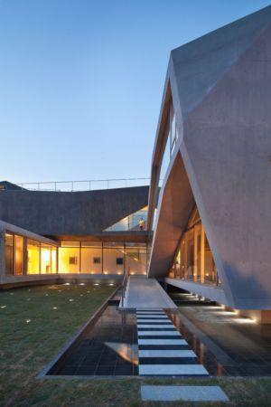 allée monumentale - Maison Rivendell par IDMM Architects - Corée du sud