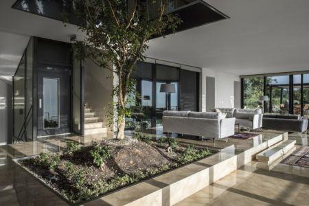 arbre central - Tahan Villa par BLANKPAGE Architects - Kfour, Liban