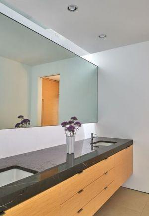 armoire & lavabo salle de bains - Hills-House par Robert M. Gurney - Maryland, USA
